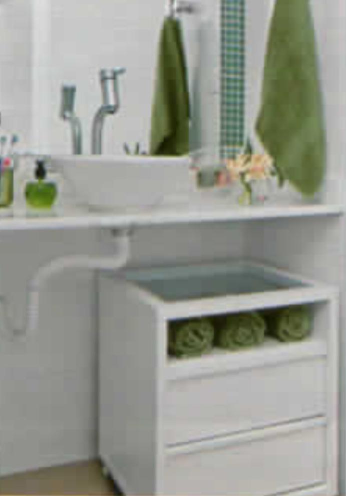 Banheiro em branco e verde - revista Mina Casa