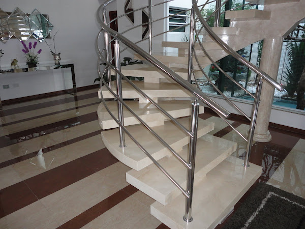 Pintura de escada  de concreto com efeito marmorizado.
