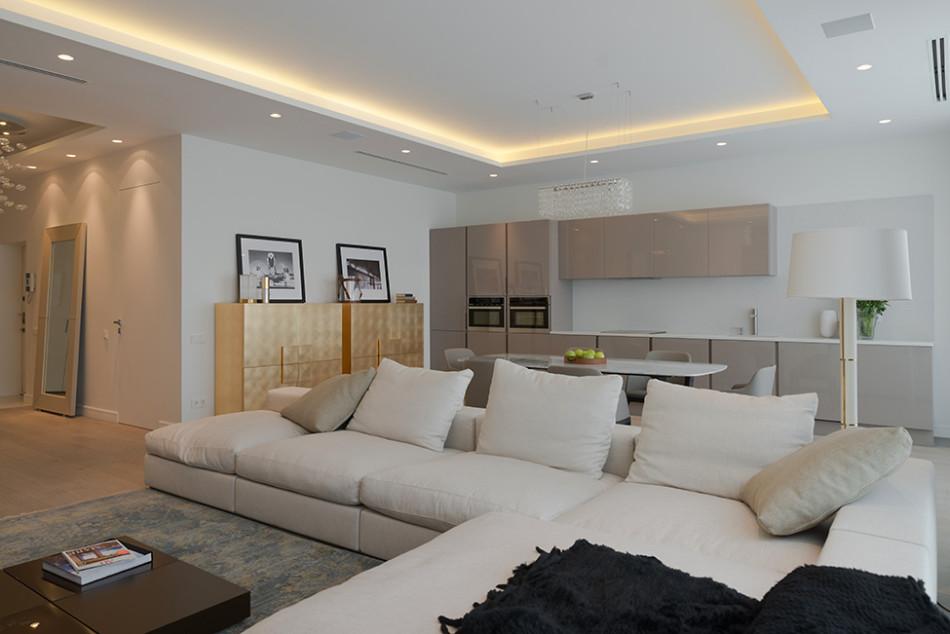 Apartamento pequeno de cores neutras arquitetura for Apartamentos minimalistas