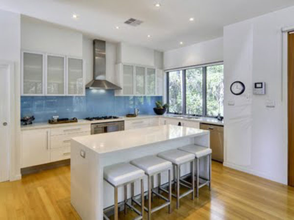 Vidro colorido na cozinha