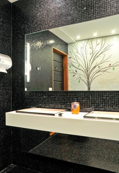 Patilhas pretas na cozinha e no banheiro « Decoração « Arquitetura + Interiores -> Banheiro Com Pastilha Preta E Branca