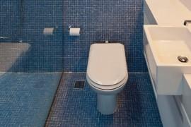 Pastilhas no piso do banheiro