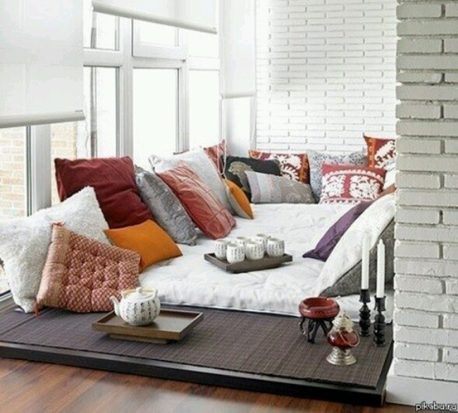 Almofadas garantem assentos extras na sala de TV – KzaBlog  Casa e