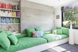 Sofá construído de marcenaria