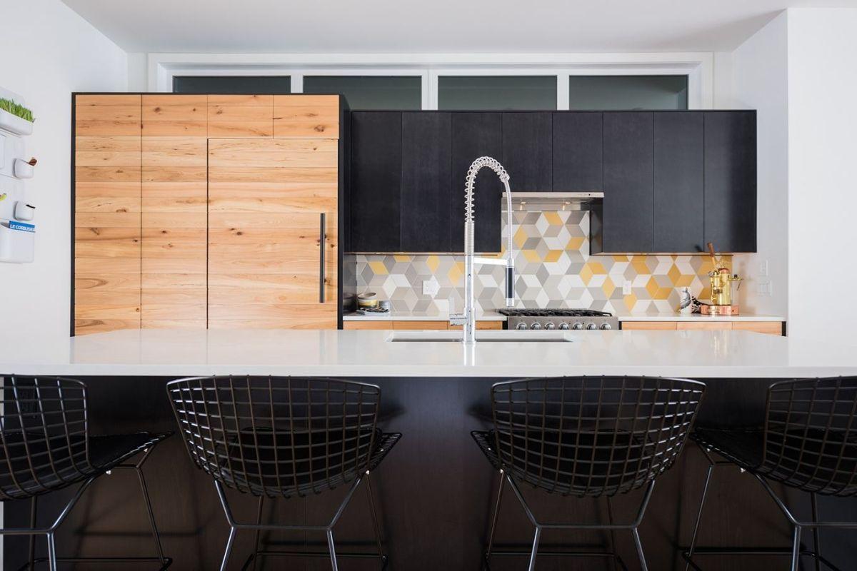 Azulejos com estampa geométrica na cozinha
