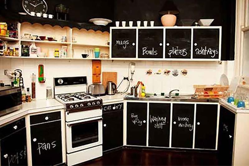 tinta de lousa nos armários da cozinha