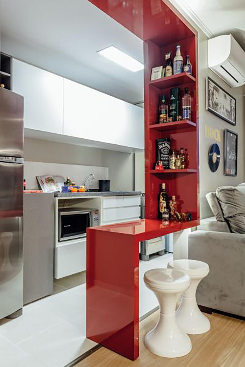 Cozinha com detalhe em vermelho
